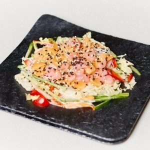 Салат с лососем и креветкой
